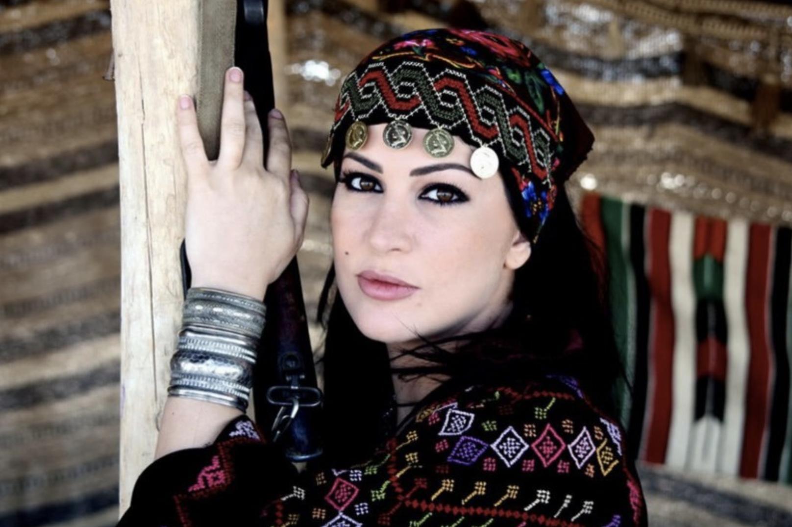 حميدان والبدوية الحسناء