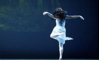 رقصةٌ تترجمُ أُسطورة جمالِكِ