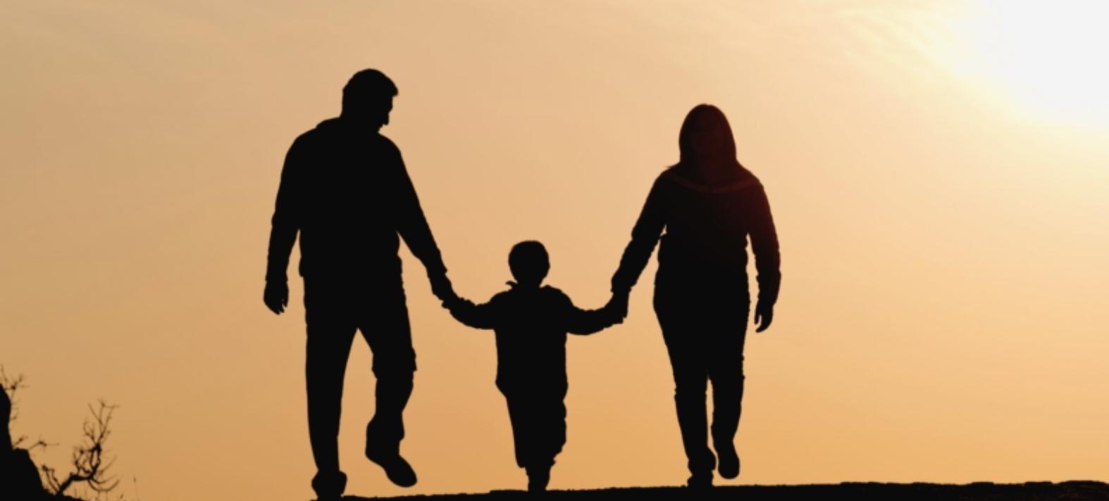 ثبات الأمومة يتفوق على الأبوّة العابرة