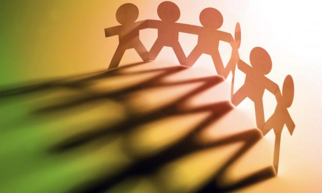العلاقات الاجتماعية والتحديات الوجودية